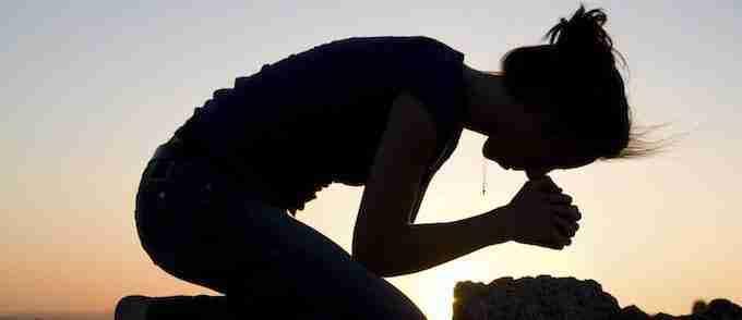 people-praying-prayer-on-my-knees4