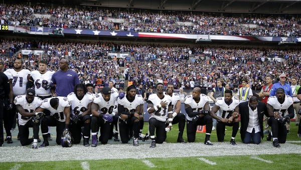 la-ravens-players-kneel-20170924